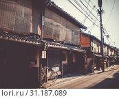 Купить «Traditional japanese houses in the Gion district, Kyoto, Japan», фото № 31187089, снято 17 мая 2016 г. (c) easy Fotostock / Фотобанк Лори