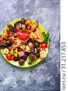 Купить «Chicken wings grilling, barbecue and grilled vegetables.BBQ.American food», фото № 31217853, снято 20 июня 2018 г. (c) easy Fotostock / Фотобанк Лори