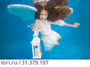 Купить «White angel with a flashlight underwater. Underwater girls pictures», фото № 31379197, снято 24 июня 2019 г. (c) Некрасов Андрей / Фотобанк Лори