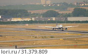 Купить «Lufthansa Airbus 340 landing», видеоролик № 31379809, снято 19 июля 2017 г. (c) Игорь Жоров / Фотобанк Лори