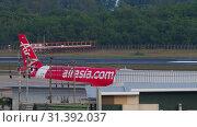 Купить «Airplane Airbus 320 towing», видеоролик № 31392037, снято 3 декабря 2018 г. (c) Игорь Жоров / Фотобанк Лори