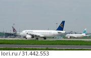 Купить «Air Astana Airbus A320 taxiing», видеоролик № 31442553, снято 4 мая 2019 г. (c) Игорь Жоров / Фотобанк Лори