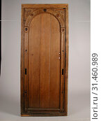 Купить «Room door with carving in frame, door frame building part wood oak, sawn planed cut Oak room door in frame The door consists of three planks attached to...», фото № 31460989, снято 4 ноября 2018 г. (c) age Fotostock / Фотобанк Лори
