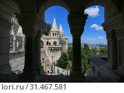 Hungary, Budapest, June 3, 2019. View of the Fishermen's Bastion through the arches of the tower. Редакционное фото, фотограф Яна Королёва / Фотобанк Лори