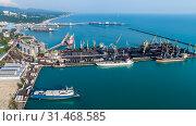 Купить «Туапсе, вид сверху на акваторию морского порта и Широкий мол», фото № 31468585, снято 6 июня 2019 г. (c) glokaya_kuzdra / Фотобанк Лори