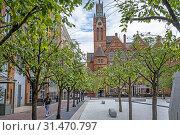 Купить «Oozells Square, in background Ikon gallery, Birmingham, England.», фото № 31470797, снято 4 апреля 2020 г. (c) age Fotostock / Фотобанк Лори