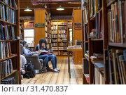 Купить «Richard Booth bookshop, Lion Street, Hay on Wye, Wales.», фото № 31470837, снято 23 июля 2019 г. (c) age Fotostock / Фотобанк Лори