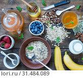 Купить «Concept: Healthy lifestyle. Healthy breakfast with fresh fruits, oat flakes and green tea», фото № 31484089, снято 21 января 2020 г. (c) easy Fotostock / Фотобанк Лори