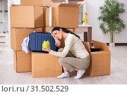 Купить «Young woman moving to new flat», фото № 31502529, снято 30 января 2019 г. (c) Elnur / Фотобанк Лори