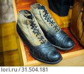 Купить «Мужские стильные ботинки - обувь начала 20 века», фото № 31504181, снято 29 марта 2019 г. (c) Вячеслав Палес / Фотобанк Лори