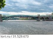 Купить «Пушкинский (Андреевский)  пешеходный мост через Москву-реку.  Москва», эксклюзивное фото № 31529673, снято 27 мая 2019 г. (c) Александр Щепин / Фотобанк Лори