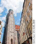 Собор Пресвятой Девы Марии (Der Dom zu Unserer Lieben Frau) или Фрауэнкирхе (Frauenkirche). Мюнхен. Германия (2019 год). Редакционное фото, фотограф E. O. / Фотобанк Лори