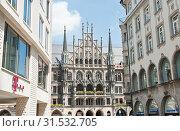 Вид на здание Новой ратуши (Neues Rathaus). Летний солнечный день. Мюнхен. Бавария. Германия (2019 год). Редакционное фото, фотограф E. O. / Фотобанк Лори