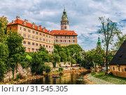 Купить «View of Czech Krumlov and the Vltava river, Czech Republic», фото № 31545305, снято 6 сентября 2014 г. (c) Наталья Волкова / Фотобанк Лори