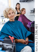 Купить «Senior woman waiting for haircutting», фото № 31596461, снято 26 июня 2018 г. (c) Яков Филимонов / Фотобанк Лори
