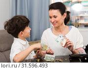 Woman giving money to boy. Стоковое фото, фотограф Яков Филимонов / Фотобанк Лори