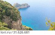 Купить «Beautiful cozy bay with boats and clear turquoise water in Italy», видеоролик № 31626681, снято 27 июня 2019 г. (c) Дмитрий Травников / Фотобанк Лори