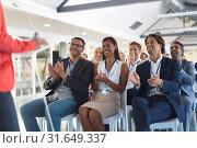 Купить «Business people applauding female speaker in business seminar», фото № 31649337, снято 16 марта 2019 г. (c) Wavebreak Media / Фотобанк Лори