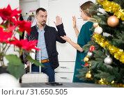 Купить «Couple breaking up, man leaving», фото № 31650505, снято 15 января 2019 г. (c) Яков Филимонов / Фотобанк Лори