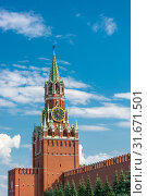 View of the Spasskaya Tower of the Moscow Kremlin against a cloudy sky (2019 год). Стоковое фото, фотограф Валерий Смирнов / Фотобанк Лори