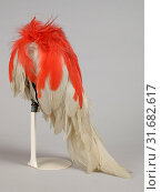 Plume or panache, white rooster feathers with red top on metal wire in silver setting, uniform element tambour Major Schutterij, panache feather hat accessory... (2018 год). Редакционное фото, фотограф Copyright Liszt Collection / age Fotostock / Фотобанк Лори