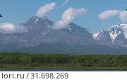 Купить «Авачинский вулкан. Time lapse, zoom in», видеоролик № 31698269, снято 20 июля 2019 г. (c) А. А. Пирагис / Фотобанк Лори