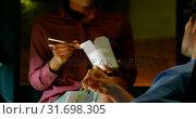 Купить «Business colleagues having noodles at desk 4k», видеоролик № 31698305, снято 5 сентября 2018 г. (c) Wavebreak Media / Фотобанк Лори