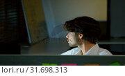 Купить «Male executive talking over phone at desk 4K», видеоролик № 31698313, снято 5 сентября 2018 г. (c) Wavebreak Media / Фотобанк Лори