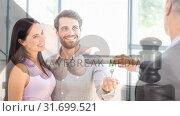 Купить «Digital animation of real estate agent giving key to customer and gavel 4k», видеоролик № 31699521, снято 26 октября 2018 г. (c) Wavebreak Media / Фотобанк Лори