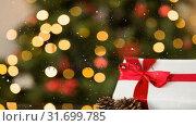 Купить «Falling snow and Christmas gift with lights», видеоролик № 31699785, снято 2 ноября 2018 г. (c) Wavebreak Media / Фотобанк Лори
