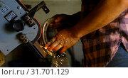 Купить «Female metalsmith using sharpening machine 4k», видеоролик № 31701129, снято 15 сентября 2018 г. (c) Wavebreak Media / Фотобанк Лори