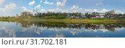 Купить «Панорама реки Западная Двина облачным апрельским днем. Полоцк, Беларусь», фото № 31702181, снято 27 апреля 2019 г. (c) Виктор Карасев / Фотобанк Лори