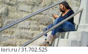 Купить «Side view of disabled woman texting on mobile phone at stairs 4k», видеоролик № 31702525, снято 2 октября 2018 г. (c) Wavebreak Media / Фотобанк Лори