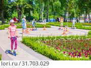 Купить «Russia Samara June 2019: a large playground for learning the rules of the road in the park.», фото № 31703029, снято 1 июня 2019 г. (c) Акиньшин Владимир / Фотобанк Лори