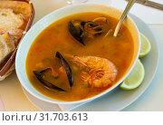 Купить «Spicy seafood soup with king prawns; shellfish and octopus», фото № 31703613, снято 20 ноября 2019 г. (c) Яков Филимонов / Фотобанк Лори