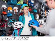 Купить «Girl and the guy choosing mountaineering equipment», фото № 31704521, снято 25 октября 2017 г. (c) Яков Филимонов / Фотобанк Лори