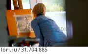 Купить «Female painter painting on a canvas at home 4k», видеоролик № 31704885, снято 9 марта 2018 г. (c) Wavebreak Media / Фотобанк Лори