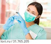 Купить «Girl nurse in mask holding syringe for injection in clinic», фото № 31765205, снято 1 мая 2018 г. (c) Яков Филимонов / Фотобанк Лори