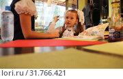 Купить «First grade pupils are goofing around at the table of the cafe», видеоролик № 31766421, снято 1 сентября 2018 г. (c) Aleksandr Sulimov / Фотобанк Лори