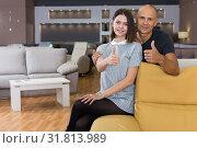 Купить «Husband and wife showing thumbs up», фото № 31813989, снято 29 октября 2018 г. (c) Яков Филимонов / Фотобанк Лори