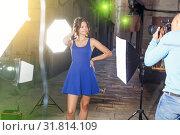 Купить «woman posing for professional photographer», фото № 31814109, снято 5 октября 2018 г. (c) Яков Филимонов / Фотобанк Лори