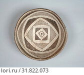 Купить «Bowl, 10th–12th century, United States, New Mexico, Mimbres, Ceramic, pigment, H. 3 3/8 x Diam. 7 in. (8.6 x 17.8 cm), Ceramics-Containers», фото № 31822073, снято 21 мая 2017 г. (c) age Fotostock / Фотобанк Лори