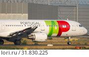 Купить «TAP Airbus A321 departure», видеоролик № 31830225, снято 18 июля 2017 г. (c) Игорь Жоров / Фотобанк Лори