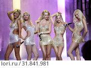 Купить «Солистки группы «Мобильные блондинки»», фото № 31841981, снято 15 июня 2009 г. (c) Ольга Зиновская / Фотобанк Лори