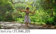 Купить «Young ballerina dancing in the park 4k», видеоролик № 31846205, снято 26 сентября 2018 г. (c) Wavebreak Media / Фотобанк Лори