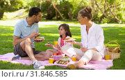 Купить «family eating sandwiches on picnic at summer park», видеоролик № 31846585, снято 21 июля 2019 г. (c) Syda Productions / Фотобанк Лори