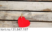 Person pinned a red colour paper heart against wooden surface 4k. Стоковое видео, агентство Wavebreak Media / Фотобанк Лори