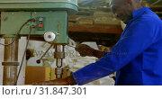 Купить «Worker using bench drilling machine in workshop 4k», видеоролик № 31847301, снято 27 сентября 2018 г. (c) Wavebreak Media / Фотобанк Лори