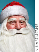 Close-up christmas face portrait of russiad Santa Claus Ded Moroz looking ironically at the camera. Стоковое фото, фотограф Serg Zastavkin / Фотобанк Лори