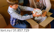 Купить «High angle view of Caucasian son helping his mother to packing belongings at home 4k», видеоролик № 31857729, снято 6 ноября 2018 г. (c) Wavebreak Media / Фотобанк Лори